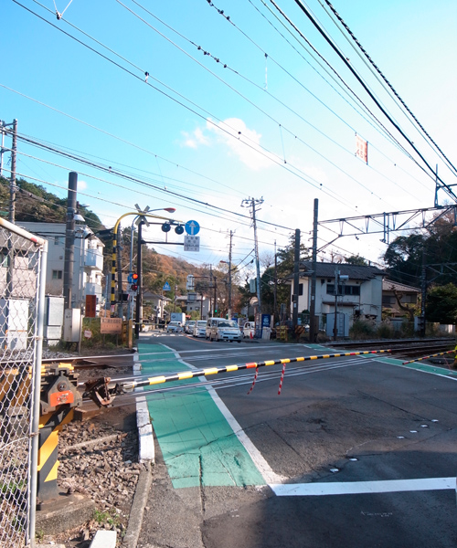 横須賀線踏切より
